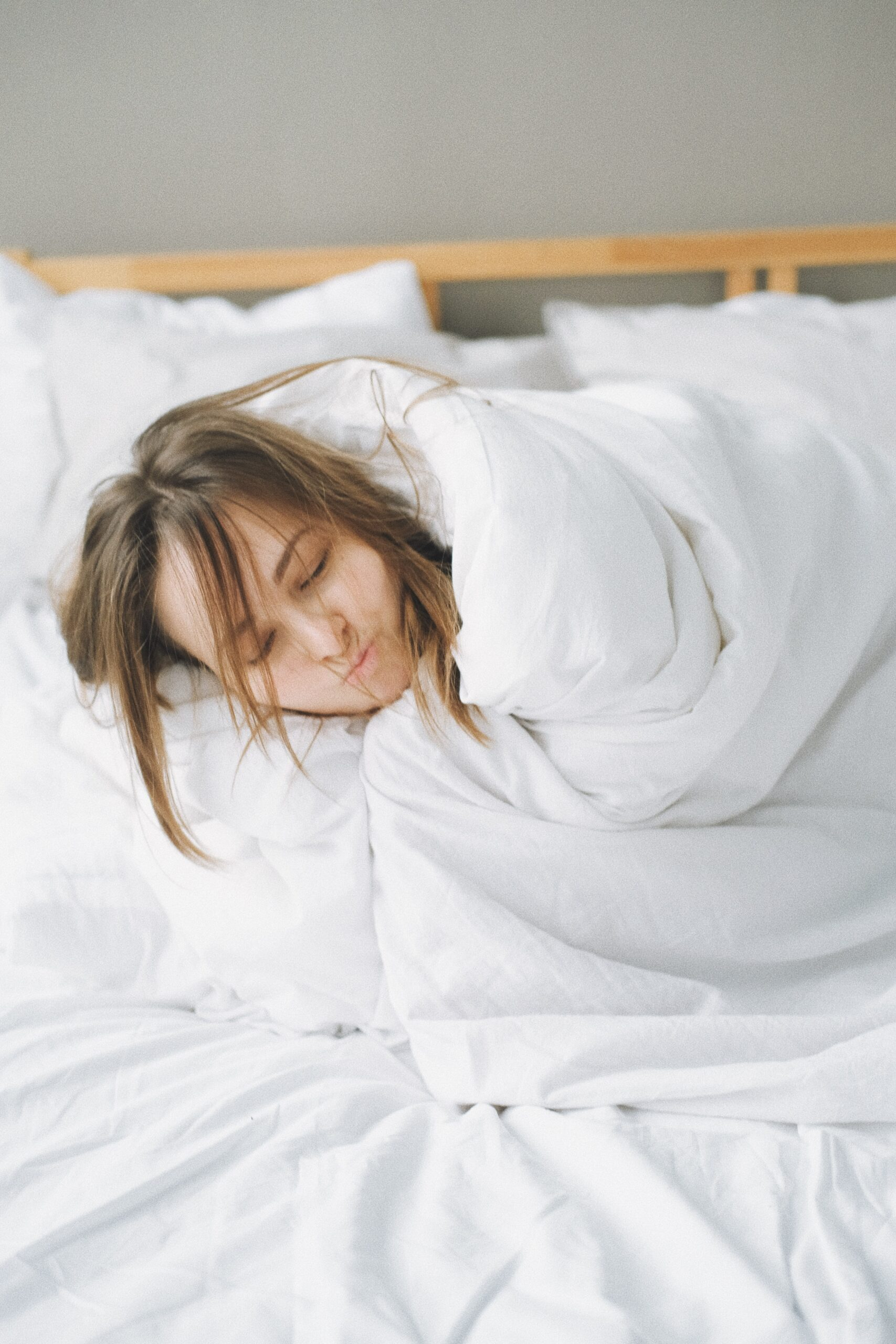 Have you ever noticed that most people feel tired at night and they take shower before going to the bed? Certainly yes! They have been told by their Grandmother or by their mother that it will help you feel calm. No doubt, it really assists, but on the other hand, sleeping with wet hair has more cones than pros.